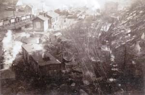 Panorámica de la estación de Torre del Bierzo poco después del accidente del túnel nº20. Foto: ALADINO ARDURA SUÁREZ.Cortesía de José Antonio Ardura vía Cuatro Lunas.
