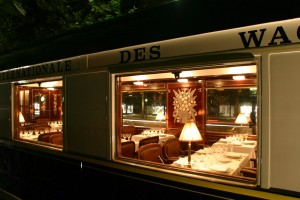 Ideas ingeniosas del Orient Express para comunicarse con el exterior. Foto: Simon Pielow.