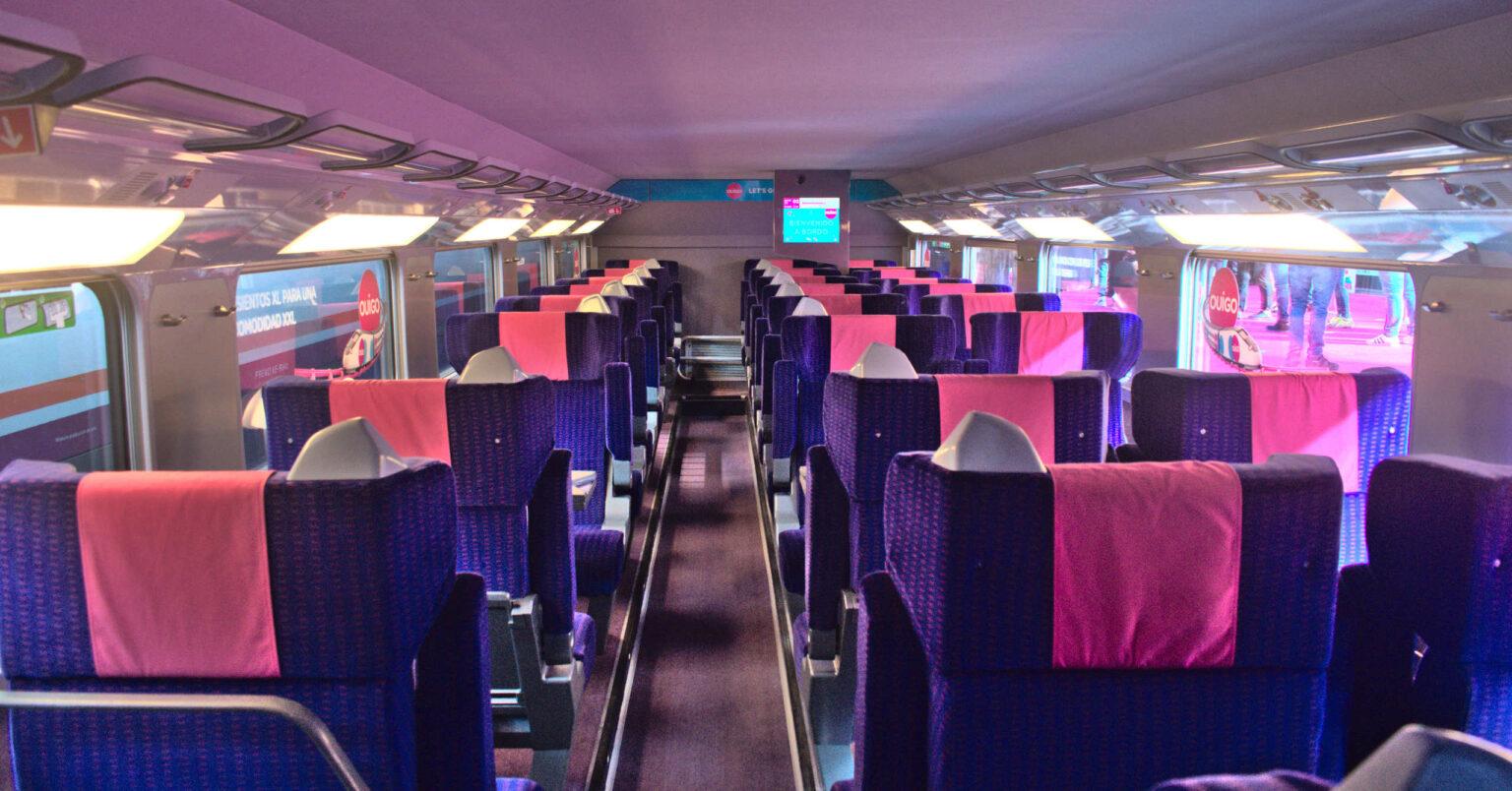 Asientos XL en el piso inferior de un tren de Ouigo. VÍCTOR CONTRERAS.
