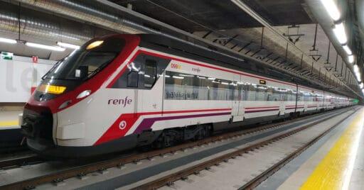 Tren de Cercanías Madrid en la estación de Recoletos, que estará cerrada por obras durante el verano de 2021. MIGUEL BUSTOS