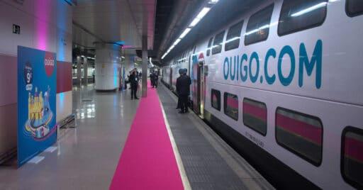 Tren inaugural de Ouigo en Barcelona Sants. VÍCTOR CONTRERAS.