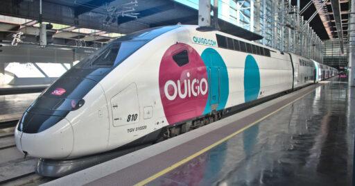 Tren inaugural de Ouigo, similar al que viajamos en el vídeo, en la estación de Puerta de Atocha. VÍCTOR CONTRERAS