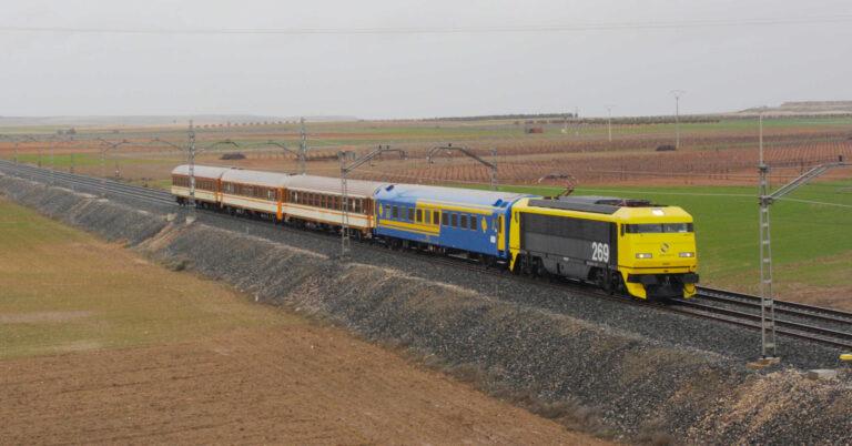 Fotografía del Tren de los 80 camino de Linares. DANIEL LUIS GÓMEZ ADENIS