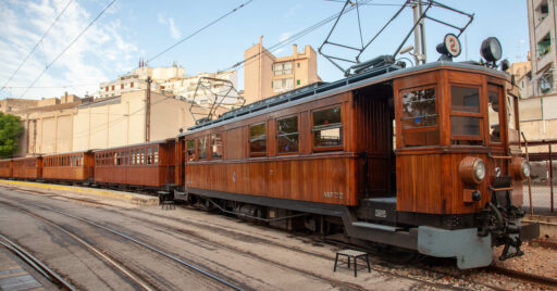 Tren de Sóller detenido en una de las estaciones