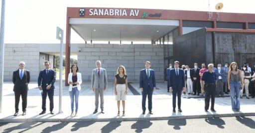 La comitiva inaugural, presidida por la nueva Ministra de Transportes, en la inauguración de la estación de Sanabria Alta Velocidad. ADIF