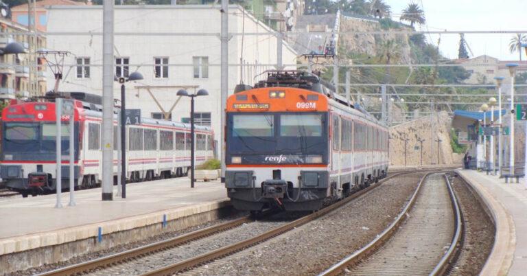 Trenes de Cercanías y Regionales en Tarragona. LUIS ZAMORA (ELDELINUX)